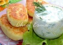Картофельные котлетки с чесночным соусом